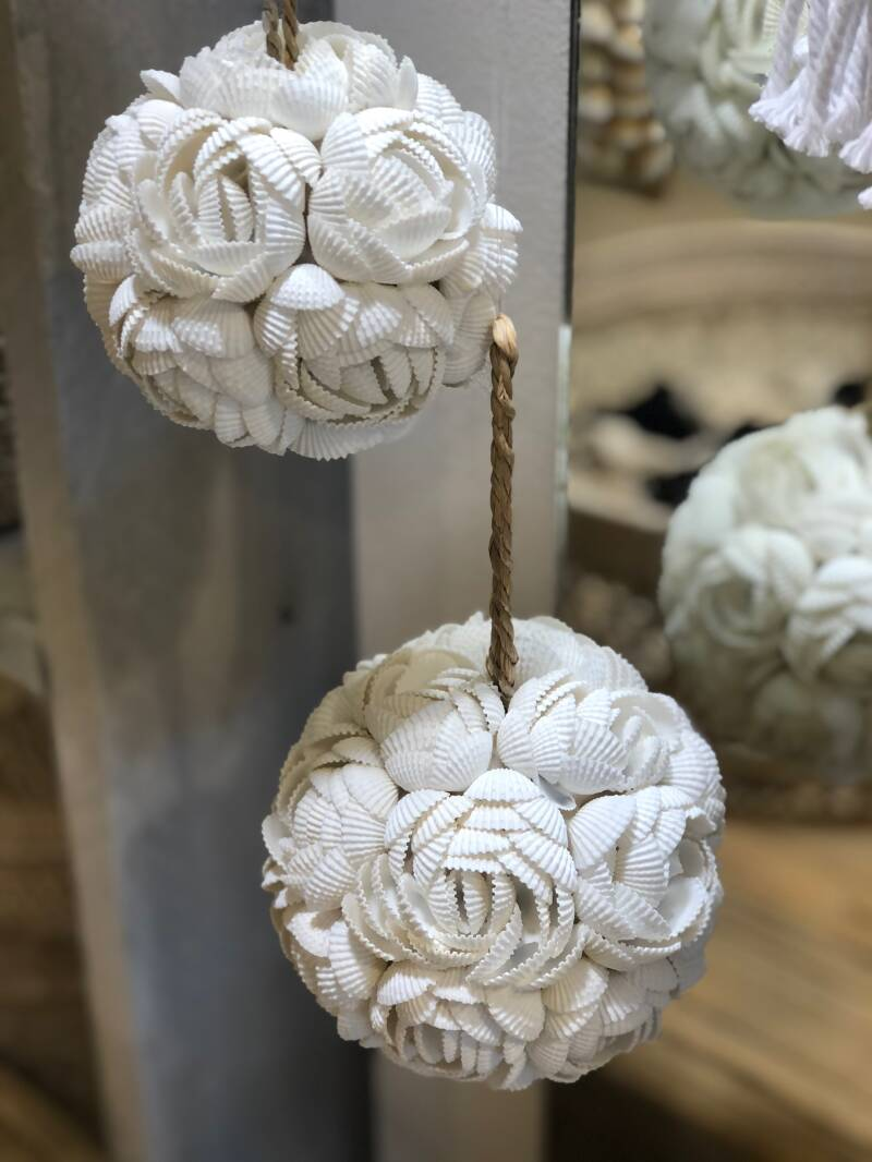 Shell balls, White, closed flowers set of 3.  FREE DELIVERY ! GRATIS VERZENDEN !