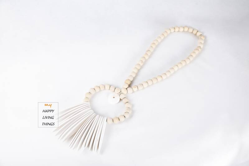 Surfing beads white