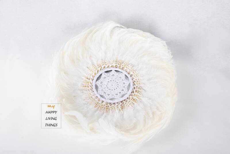 Feather - Juju Round - chicken feathers With Shells And Crochet-White - L