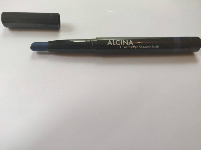 Creamy eyeshadow stick blauw