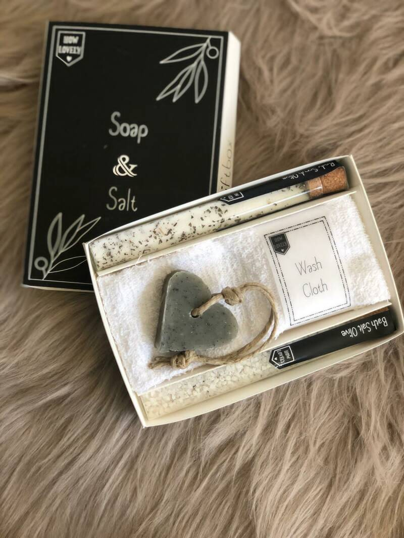 How Lovely giftbox