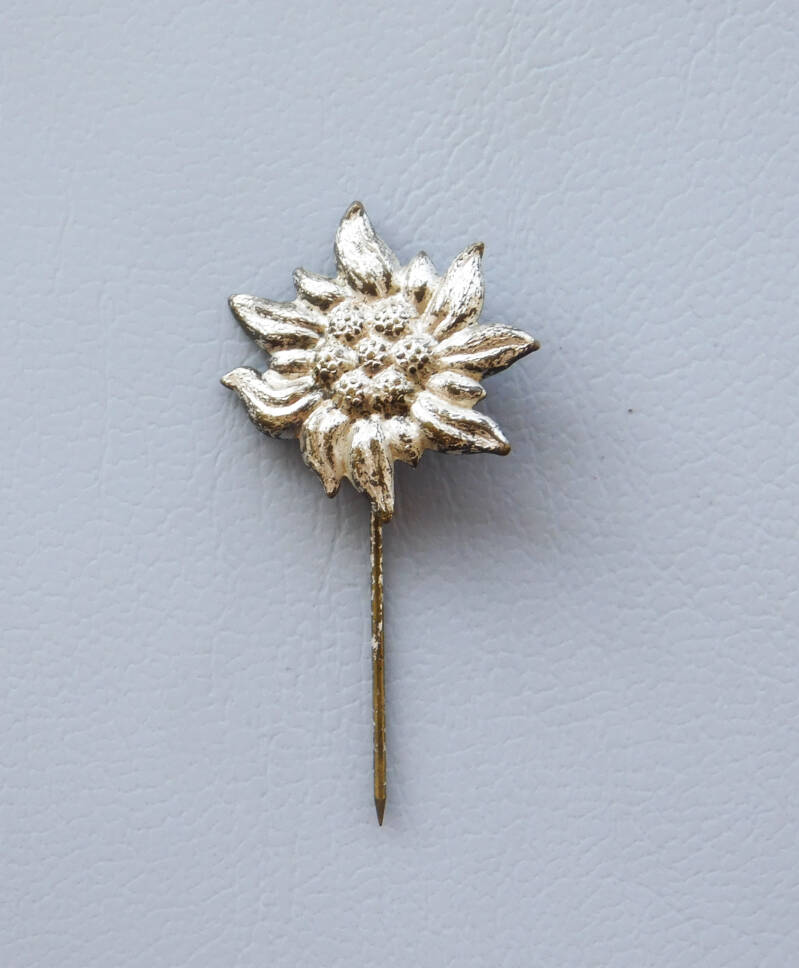 Edelweiss stickpin 1939 - silver color