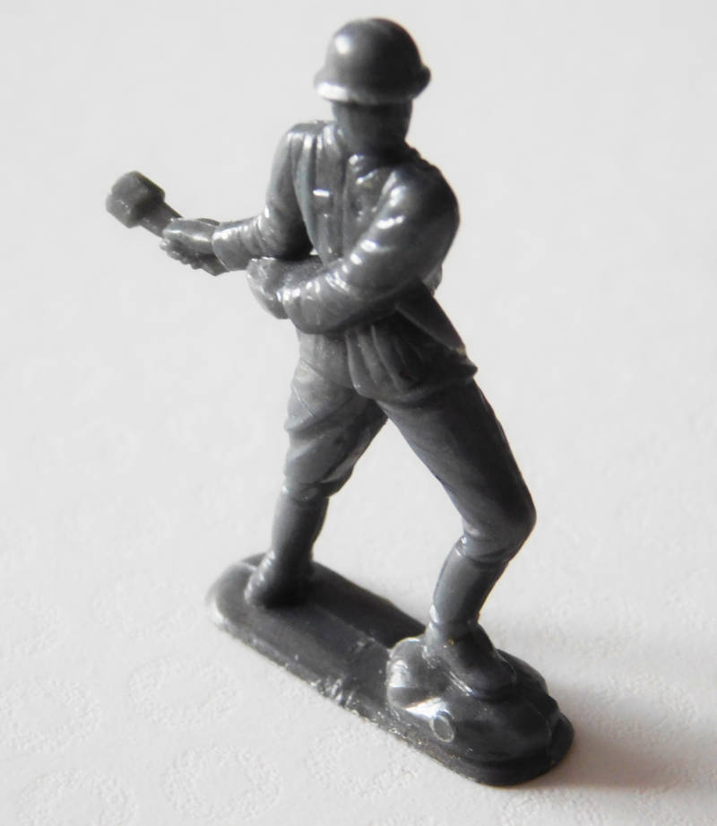 009 -  Infantryman with hand grenade