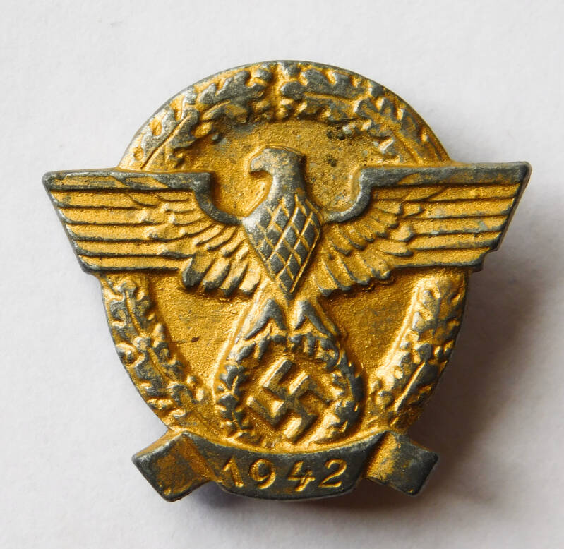 WHW Police badge, Gilded
