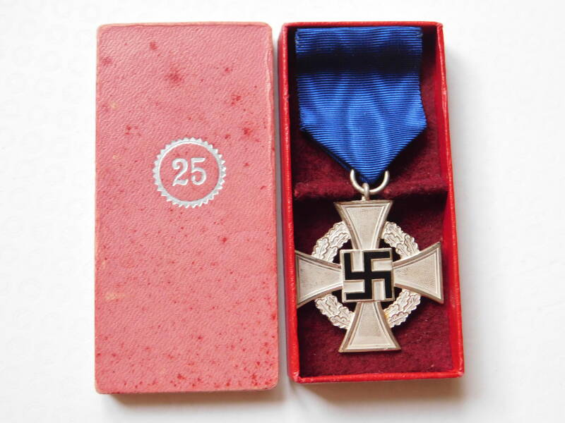 25-Year Faithful Service Medal, With Case