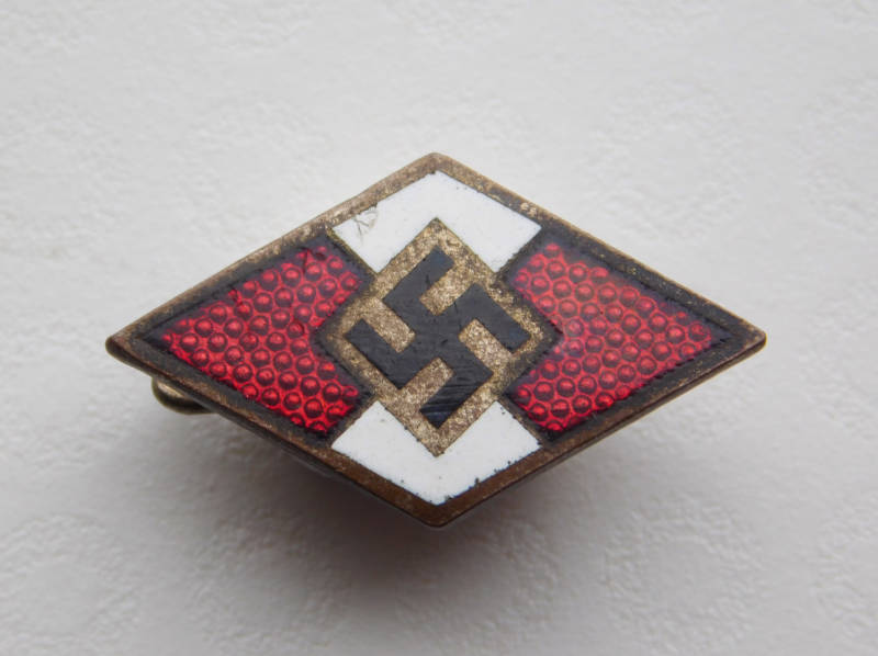 Hitlerjugend Member Badge - M1/72