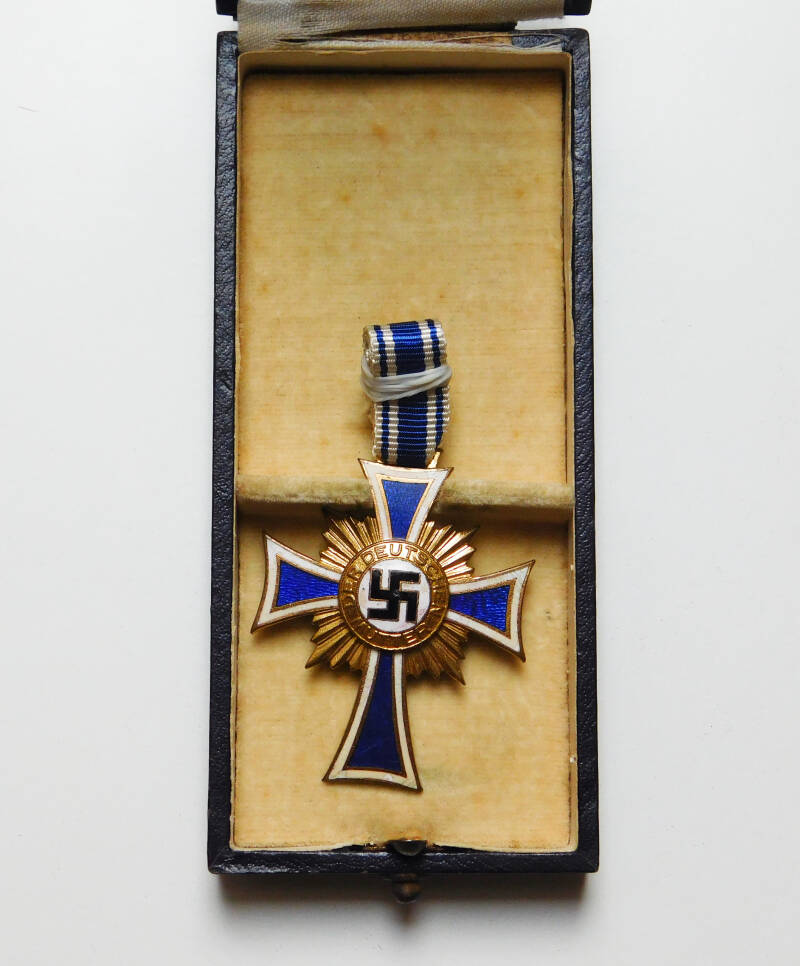 The Cross of Honour of the German Mother in gold with case
