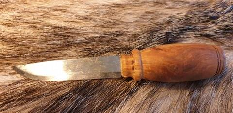 Moraknil knife, with a special gripp cherry burl core