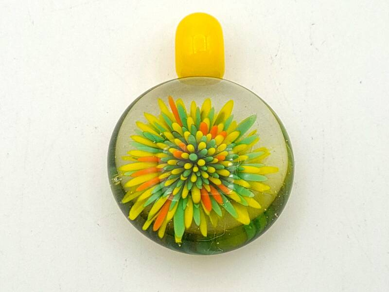 Pendant in Green and Yellow.