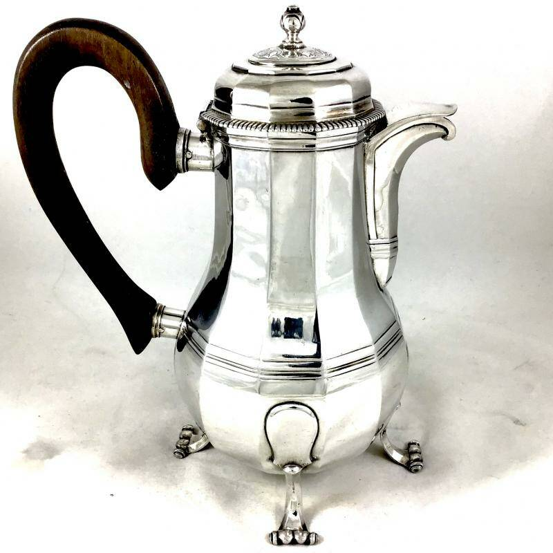 Coffee Pot, by Jean Maximilien Savary, Douai, around 1730-40.