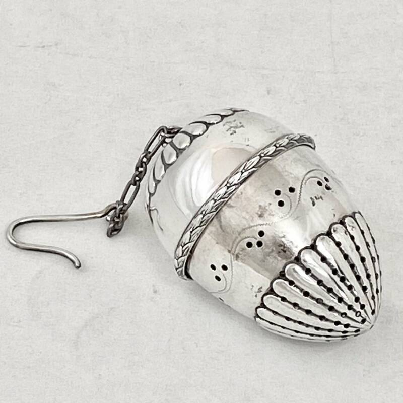 Ovoid tea strainer, Germany 1880-1900, solid silver