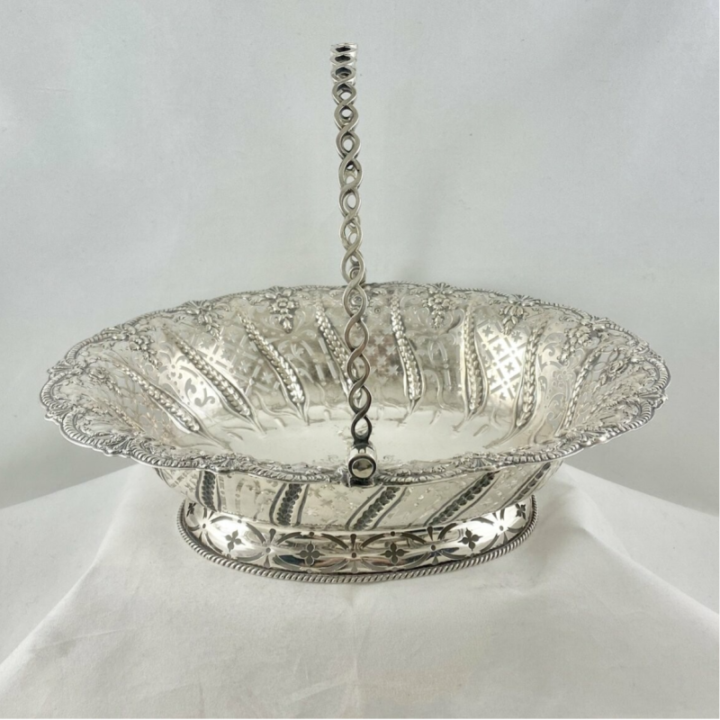 Basket, Georges II, London 1759, Coat of arms of Count Darcy, sterling silver