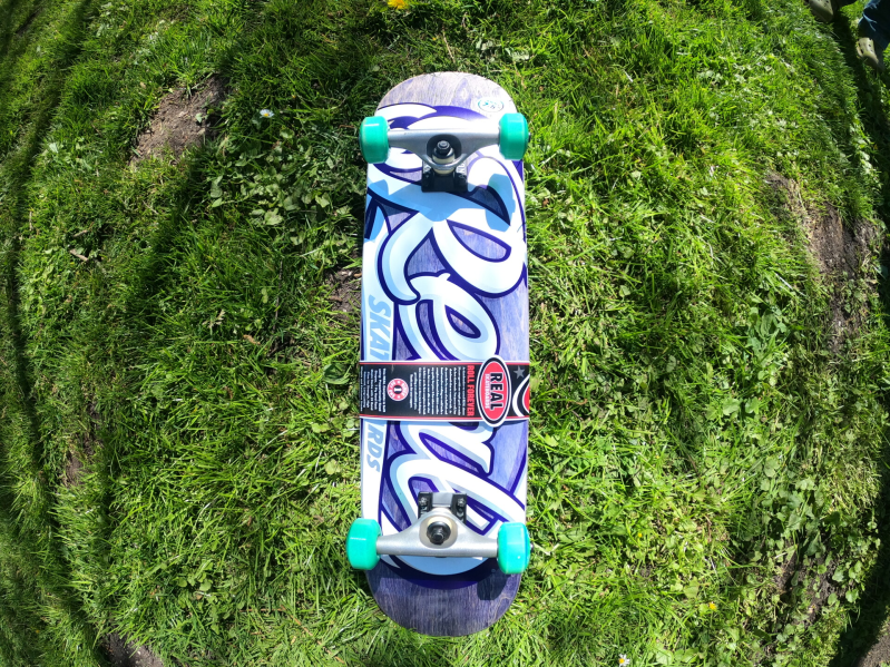 Real Oval Tones Small Complete Skateboard 7.5