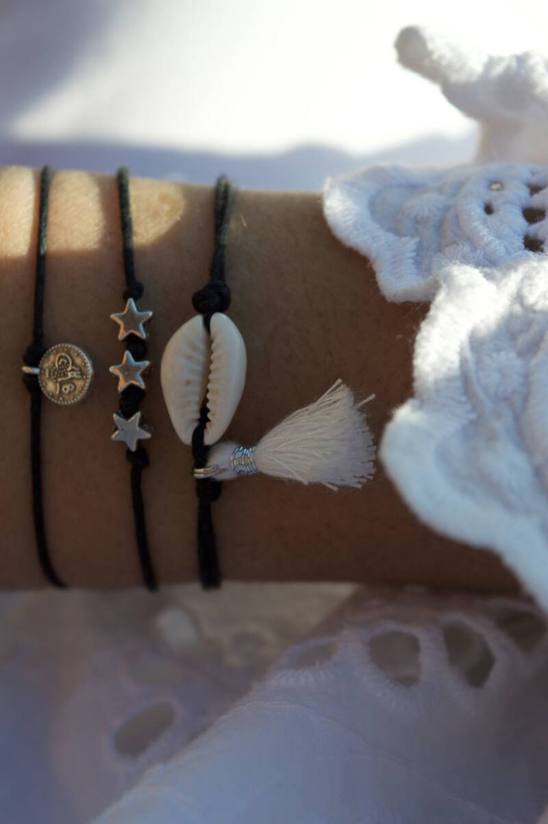Black with shell and tassels (silver)