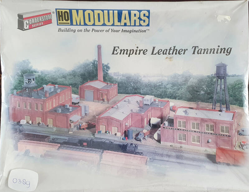 Walthers - Cornerstone Modulars(TM) - Empire Leather Tanning (0389)
