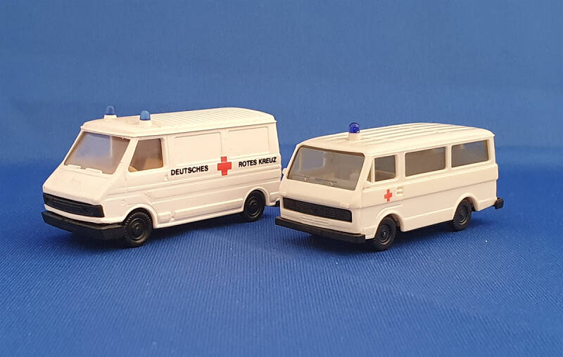 Set 2 x Ambulance bus (9534)