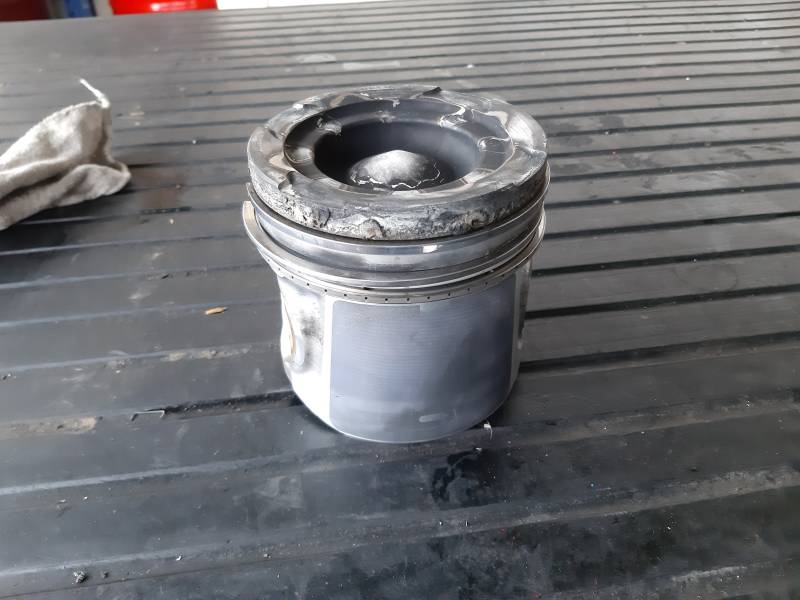 Used MAN D2676LF05 pistons set of 6
