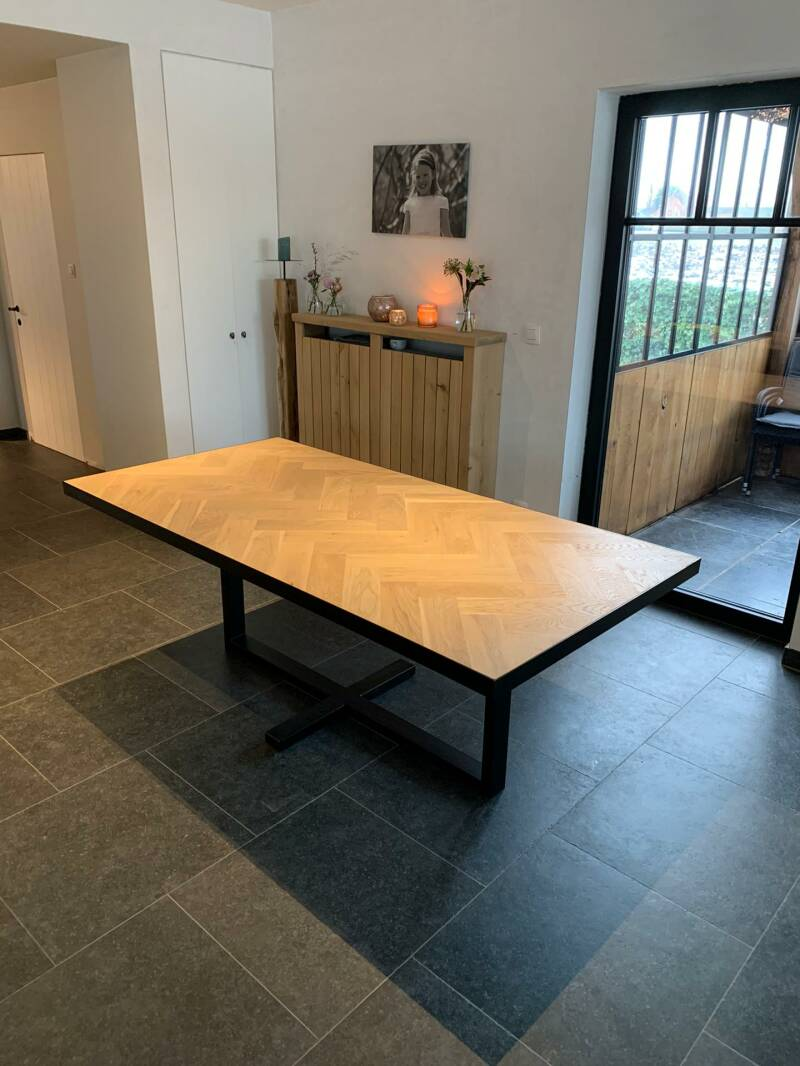 eettafel in massieve eik Cork