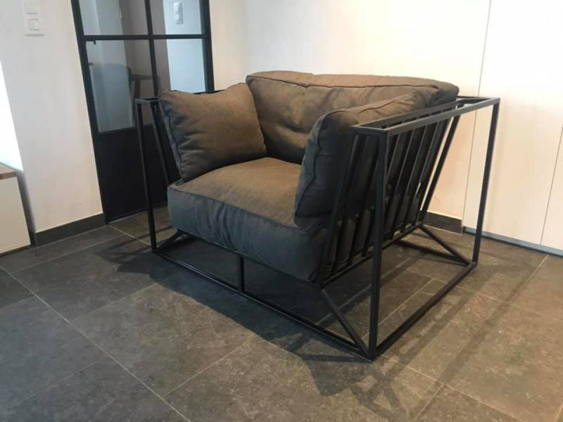sofa in staal
