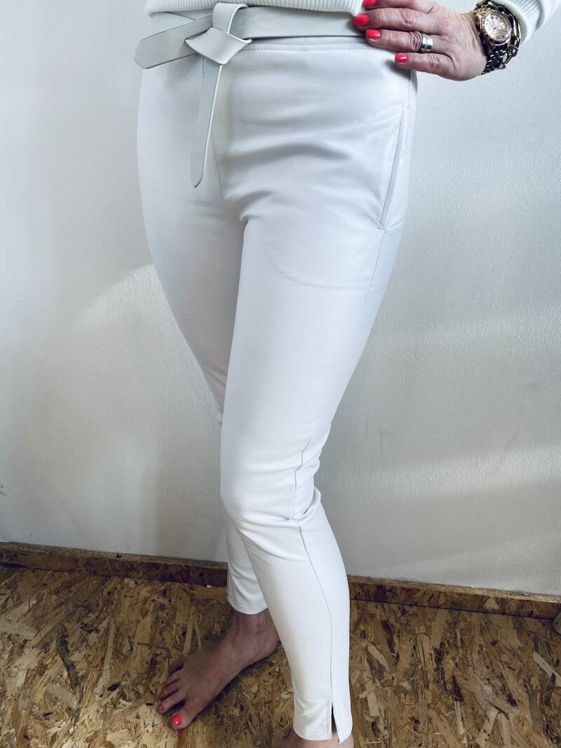 Chino leather look - off white