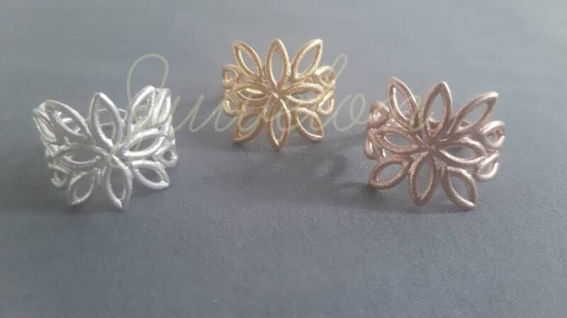Ring lace leaf