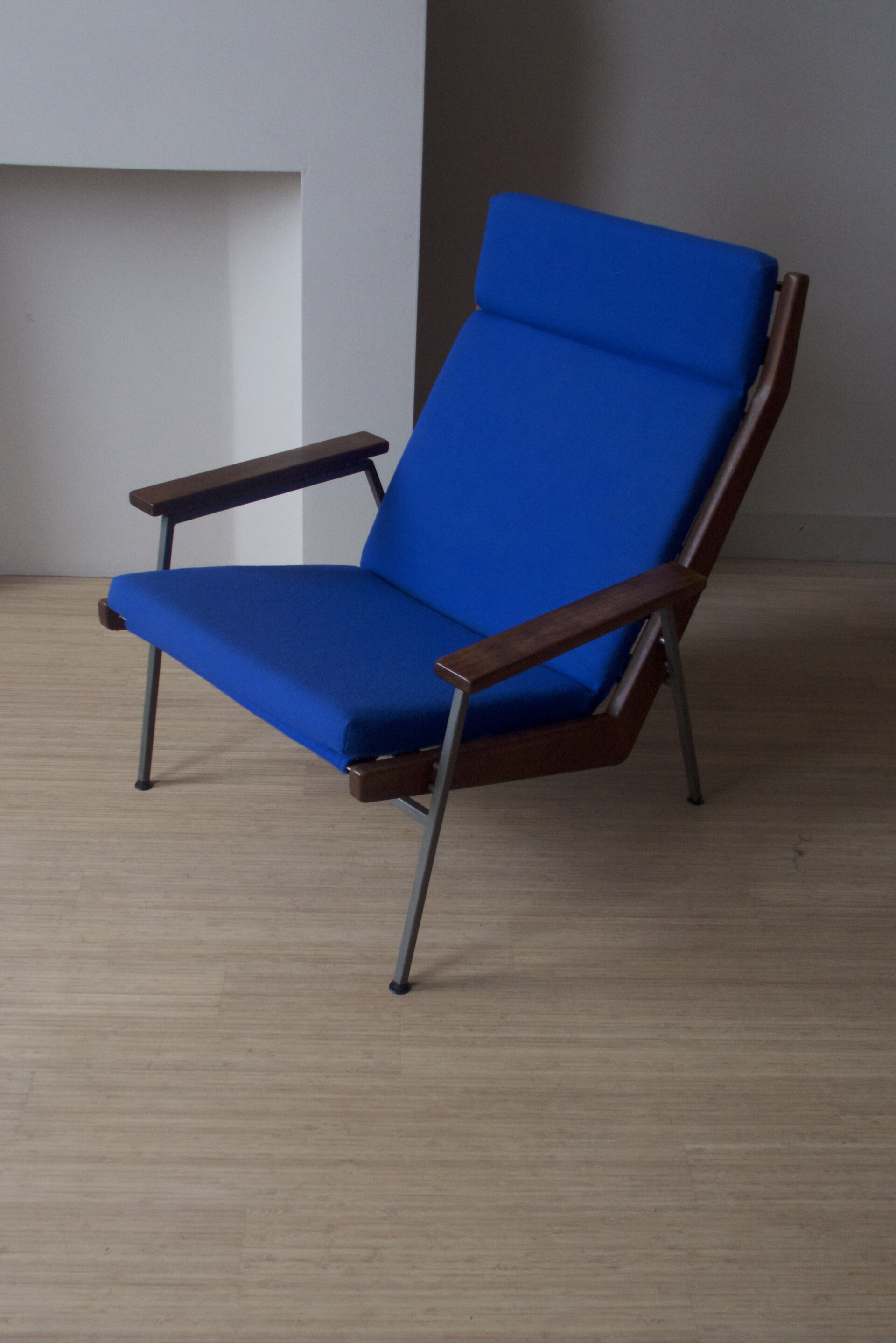 Rob Parry Fauteuils.Vintage Dutch Design Originele Comfortabele Fauteuil Bekleding Blauwe Ploegwool Rob Parry Model Lotus 1968