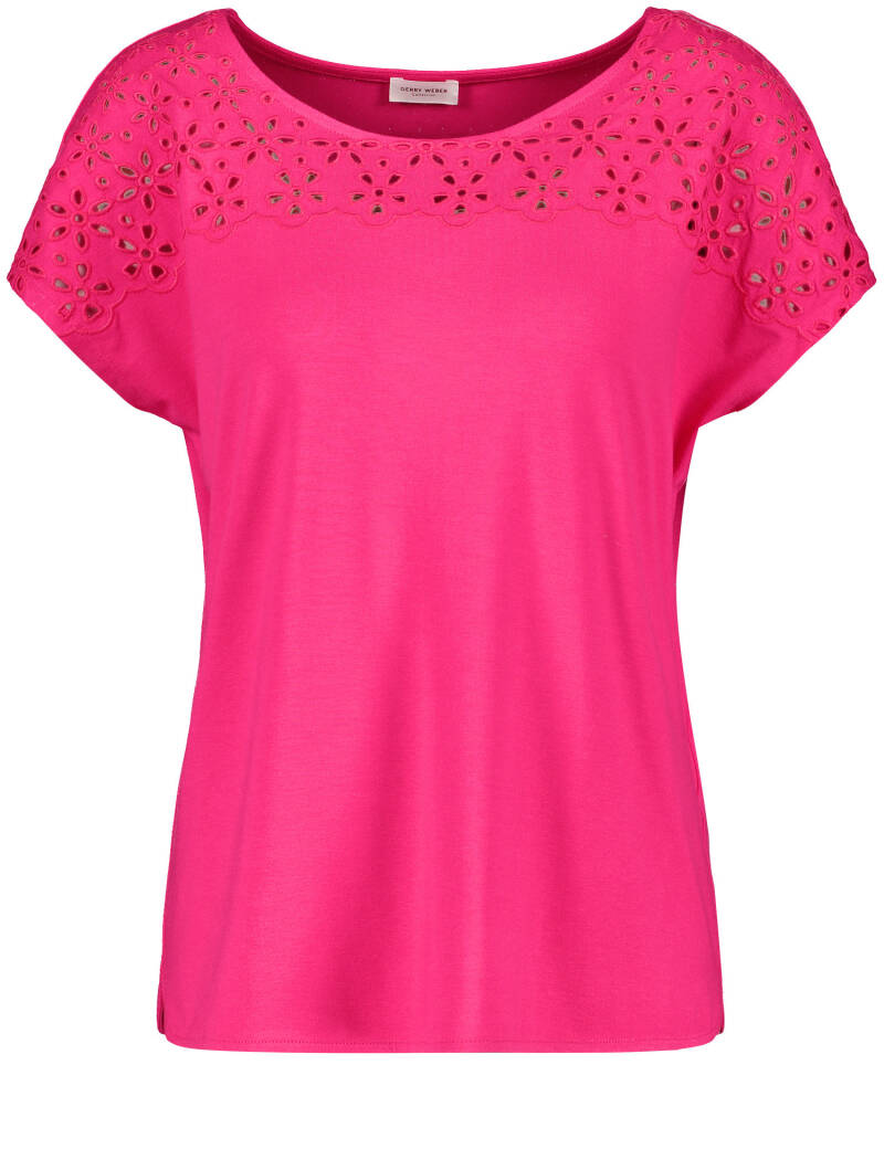 Gerry Weber - Top in fushia met broderie anglaise 48626 (570313-35113-30882)
