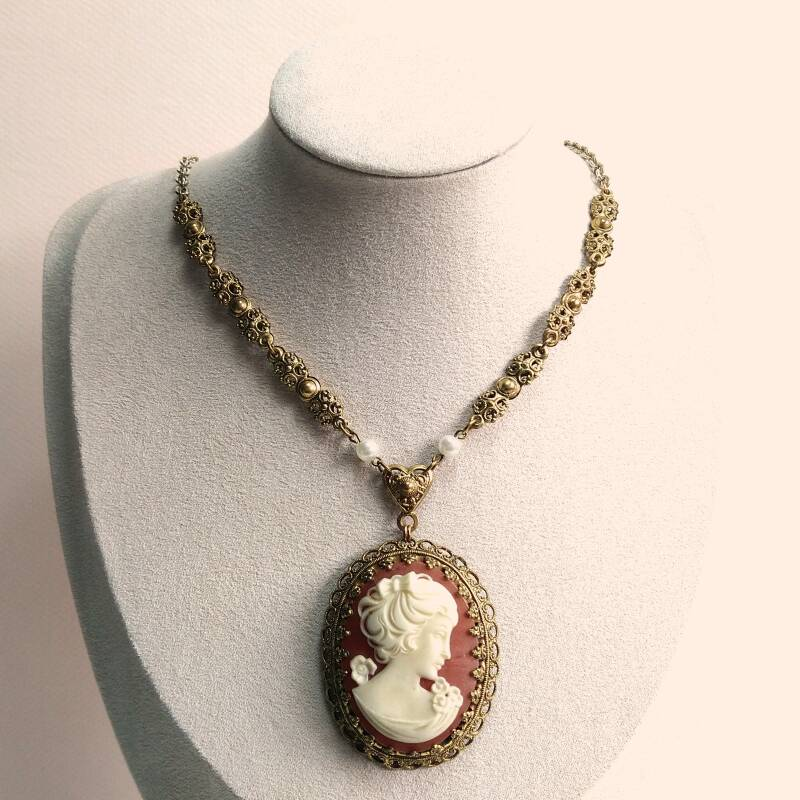 Faux camee ketting 70s