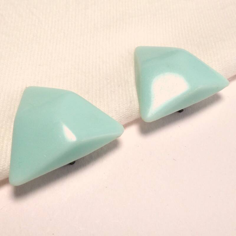 Turquoise triangle oorclips 80s