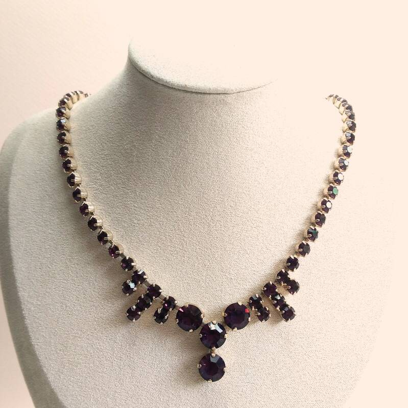 Paarse strass ketting 60s