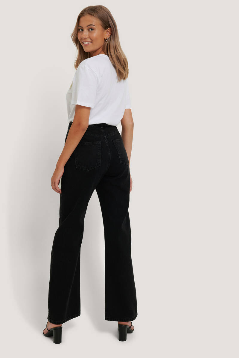 NA KD Highwaist Relaxed Jeans NC