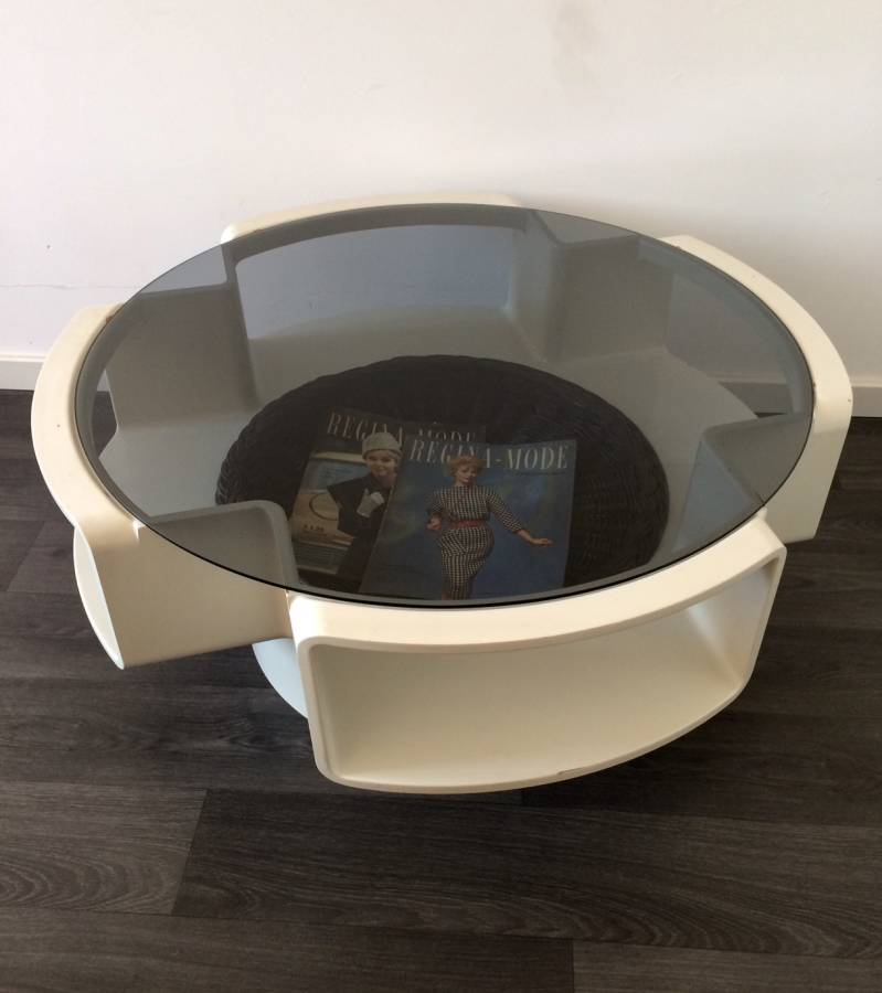 1960's Round Design Coffee Table with Magazine Wicker tray