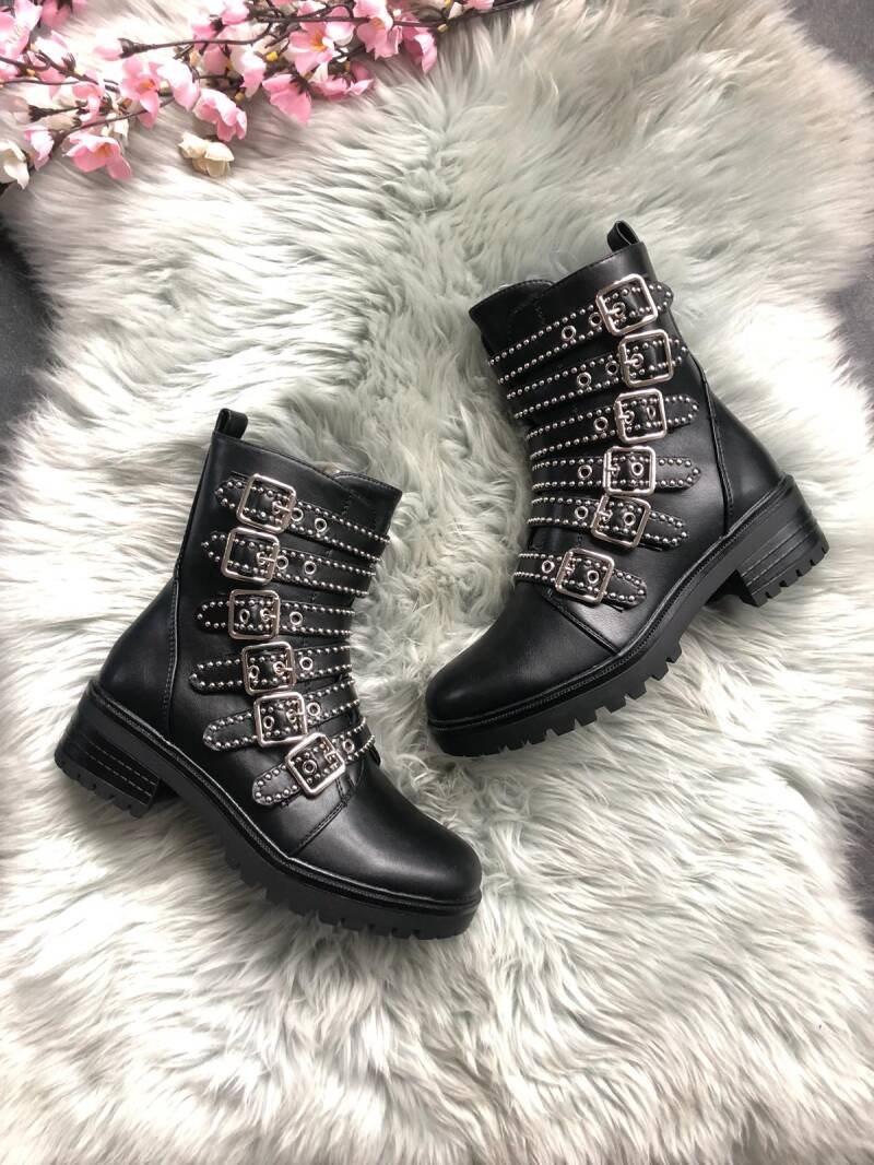 Boots 15690
