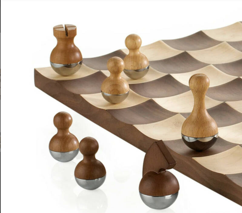 UMBRA Wobble Schaakbord /Umbra Wobble Chess Set