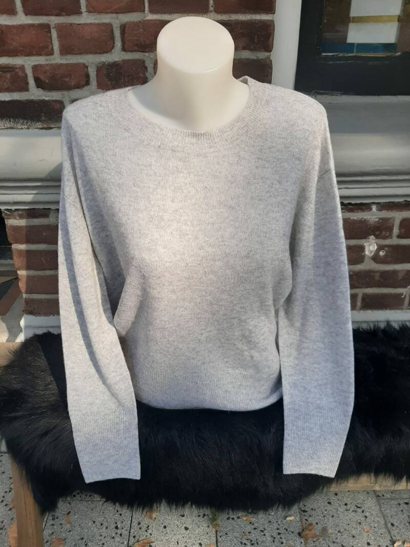 Not Shy Sweater Simona Light Gray