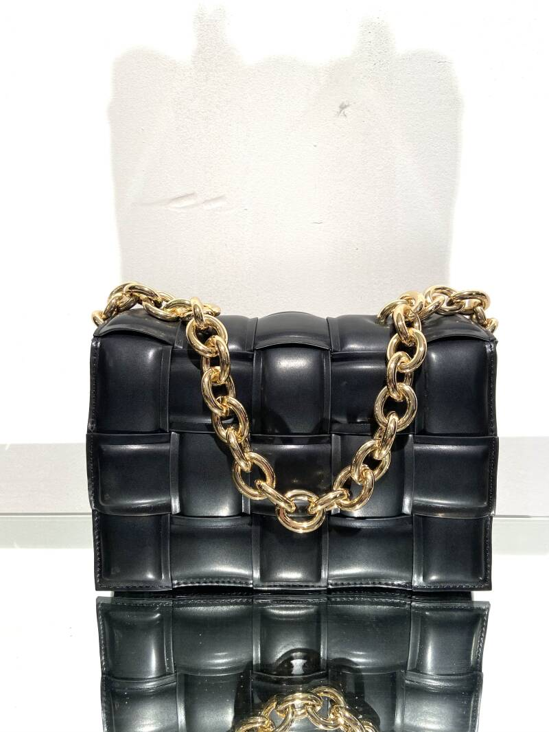 LOLA! BLACK FAUX LEATHER BAG GOLD CHAIN