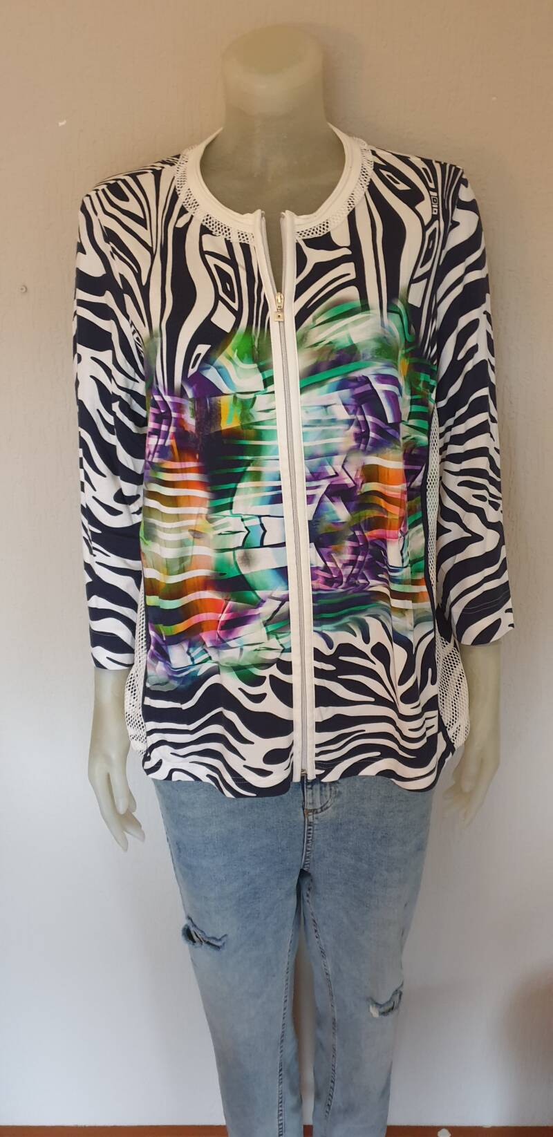 Wit vest met multi-colour print  -maat 44