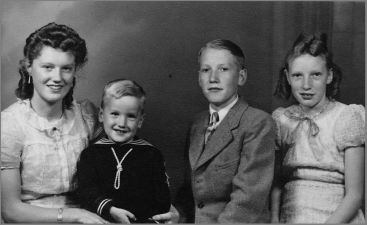 Deden kids 1942. L to r Thea # 75&#x3B; Louis # 78&#x3B; Jan # 76 and Reinalda # 77.