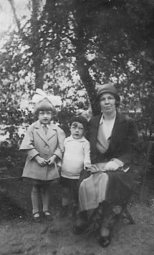 Helena Pijper-Vogelzang #134 with Reinalda # 135 and Theo # 136&#x3B; ca1930.