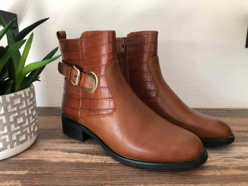 NEW - Brown boots
