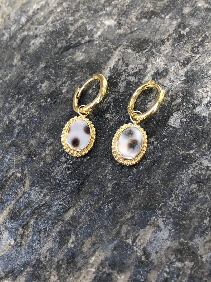 Tiger Shel Oval Small Earring | Betty Bogaers