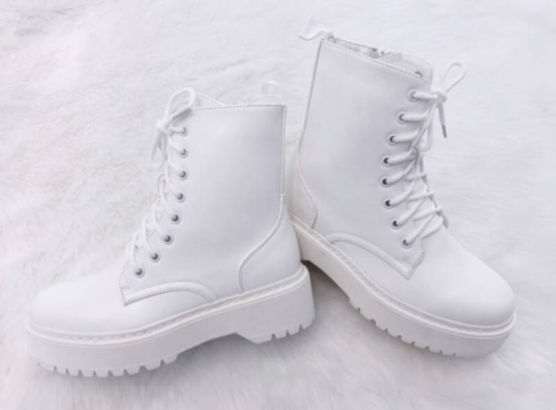 BOOTS WHITY