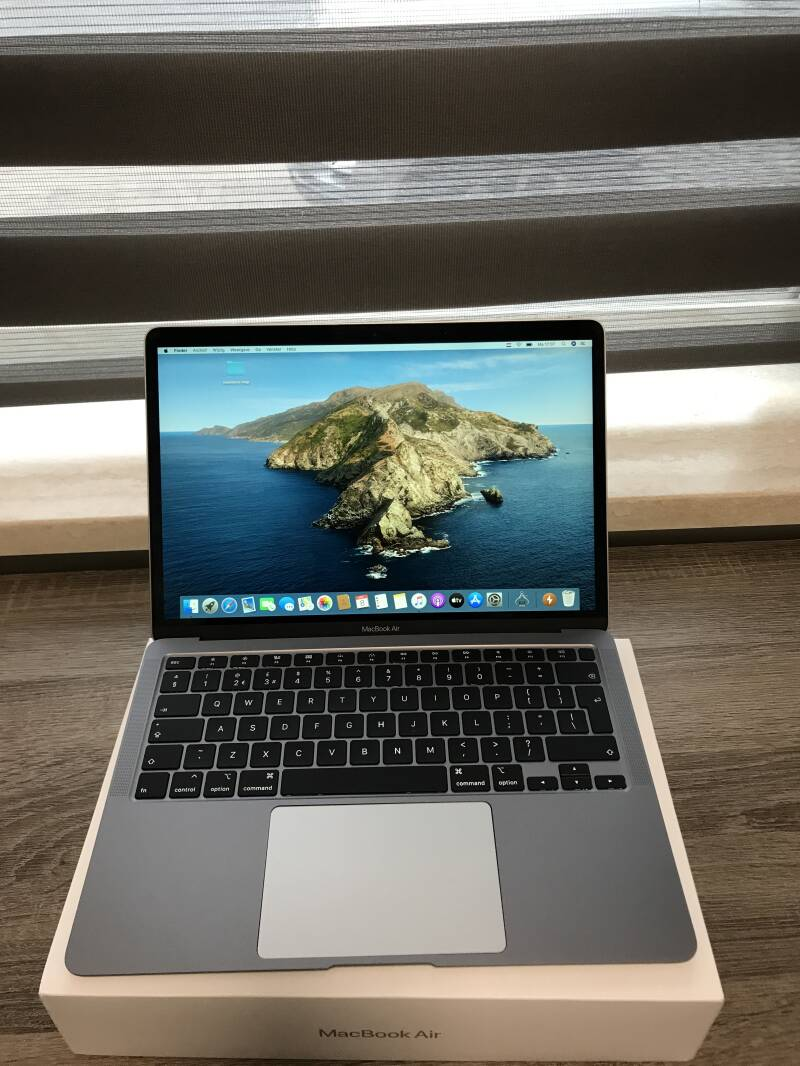 Apple macbook air 13 inch retina core i3 8GB 256GB  SSD 2020   Touch-ID  Conditie⭐⭐⭐⭐⭐