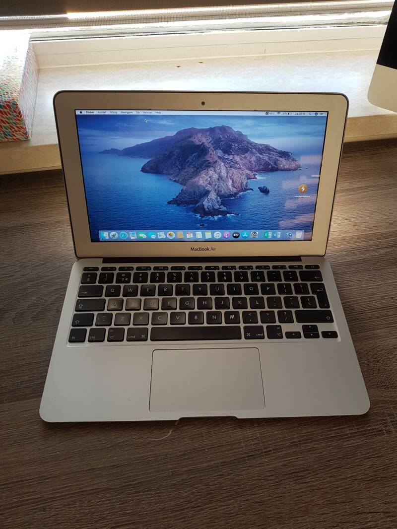 Apple macbook air  11 inch core i5 4GB 128GB SSD refubirshed ✔ 2012
