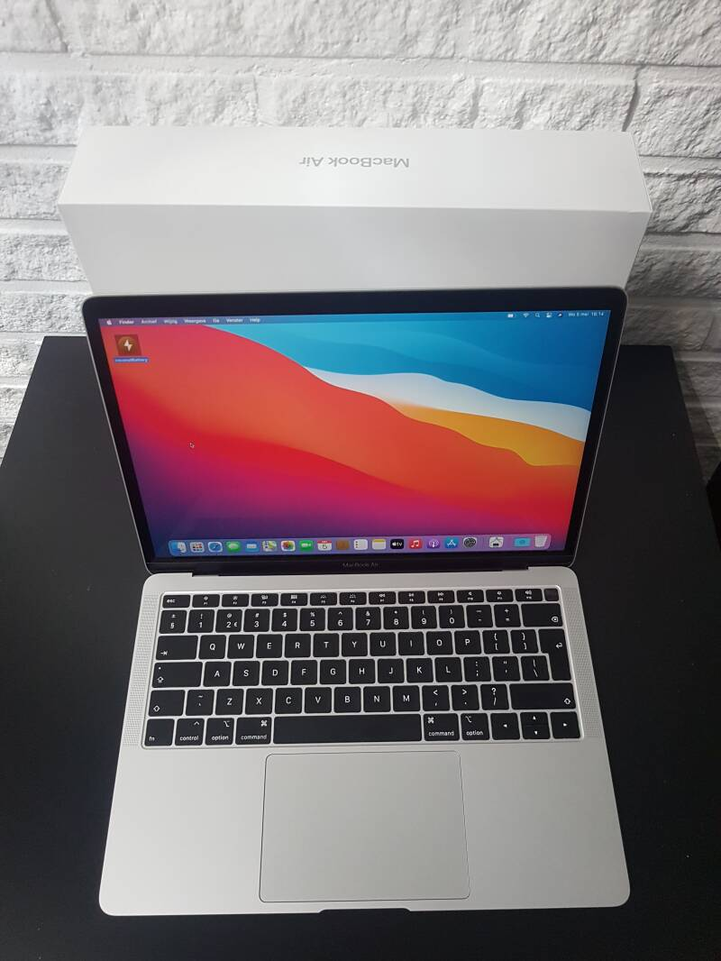 Apple macbook air  13 inch  retina  core i5 8GB 128GB SSD  Touch-ID refubirshed  2018 Conditie⭐⭐⭐⭐⭐