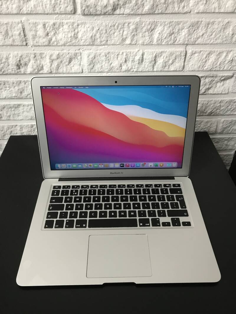 Apple macbook air  13 inch core i5 8GB 256GB SSD refubirshed uit 2018  Conditie⭐⭐⭐⭐