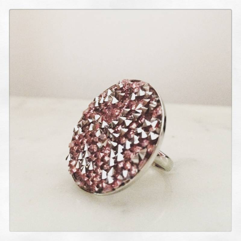 Brede ring met roze strass / Bague large avec strass rose