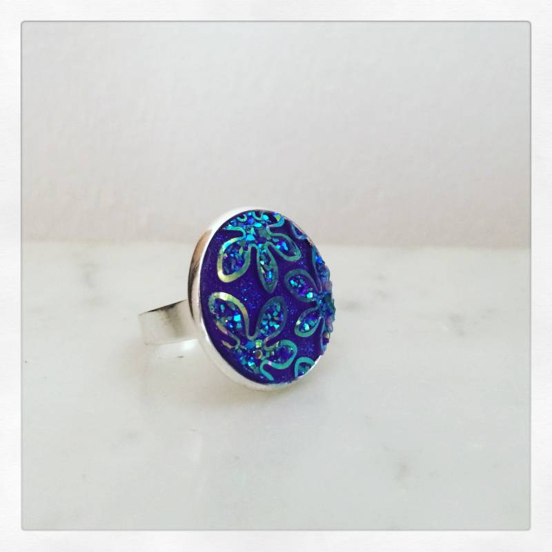 Ring met blinkende cabochon / Bague avec cabochon brilliant