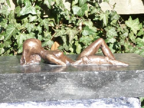 Bronzen beeld - Bathing Beauty