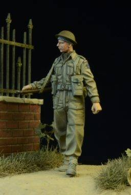 British Infantryman Walking	D-DAY 35013